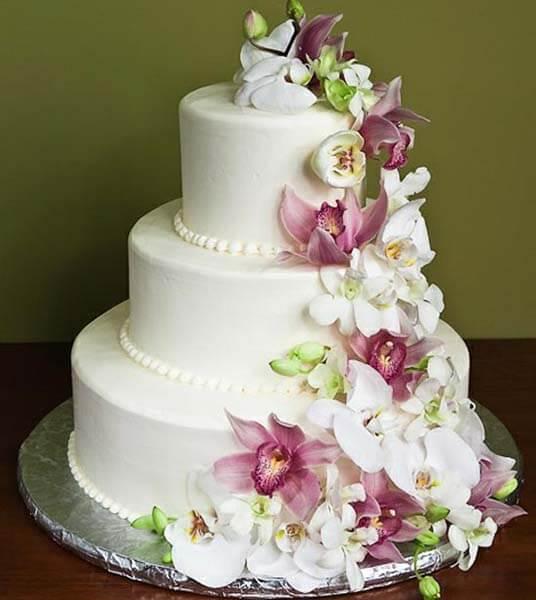 многоярусный-торт-с-цветами